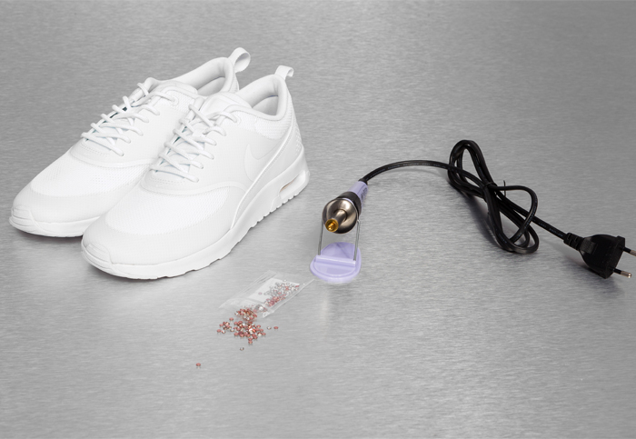 Material fuer DIY Strass Sneakers