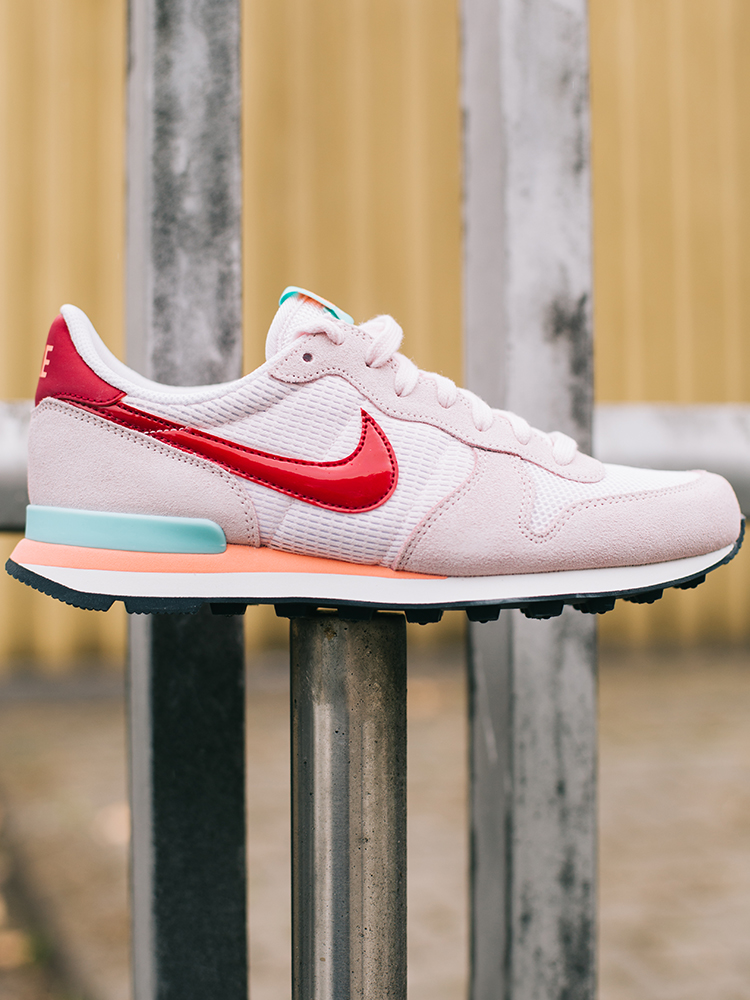 Let's go international – Product of the Week ft. Nike WMNS