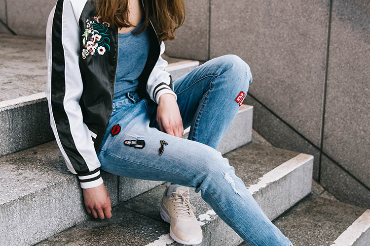 Jeans mit Patches_Frauen Jeans Trend