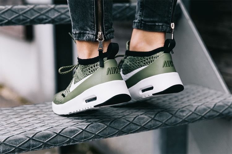 Sneaker Air Max Thea Ultra Flyknit in oliv