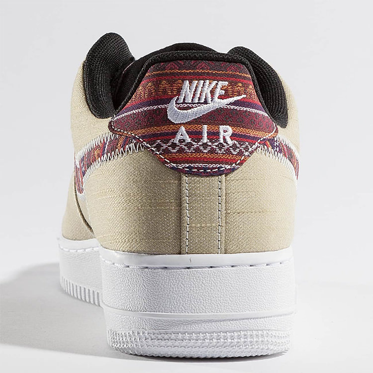 Nike Air Force 1 07' LV8 mit Jeans Upper und Multicolor