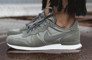 Nike WMS Internationalist in Olive
