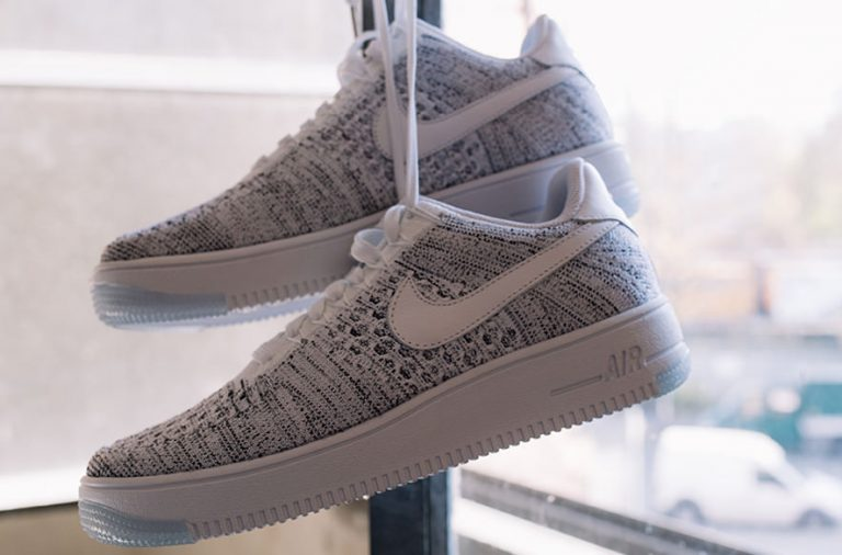 Nike Air Force Flyknit Low Damen