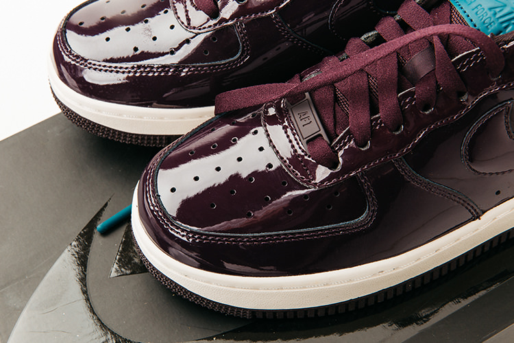 Dame Sneaker Air Force 1 Premium Lak Bordeaux