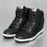 design de qualité 3ecaf 20790 Baskets Nike Dunk Sky High Essential en noir | DefShop ...