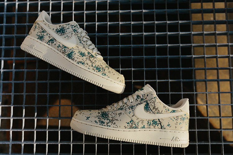 Baskets Nike Air Force 1 '07 LV8