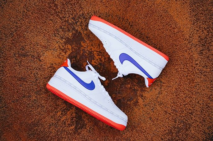 Nike-Air-Force-1-blanc-rouge-bleu