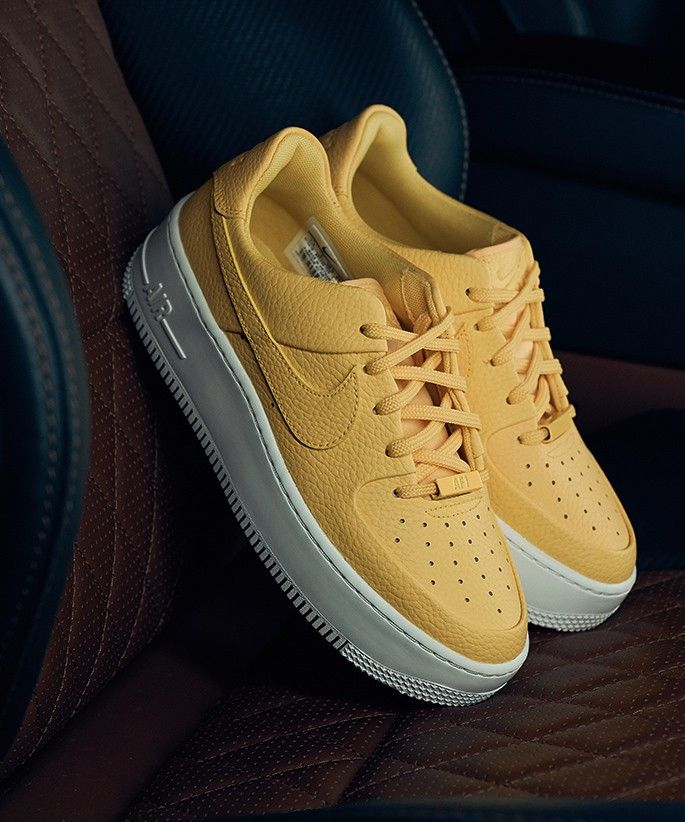 Nike-Air-Force-1-jaune
