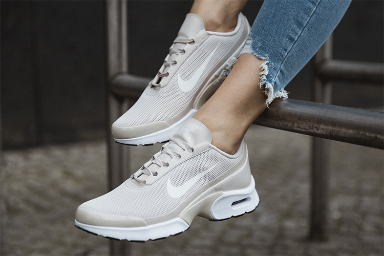 POW Nike Air Max Jewell in beige | DefShop Blog Nederland