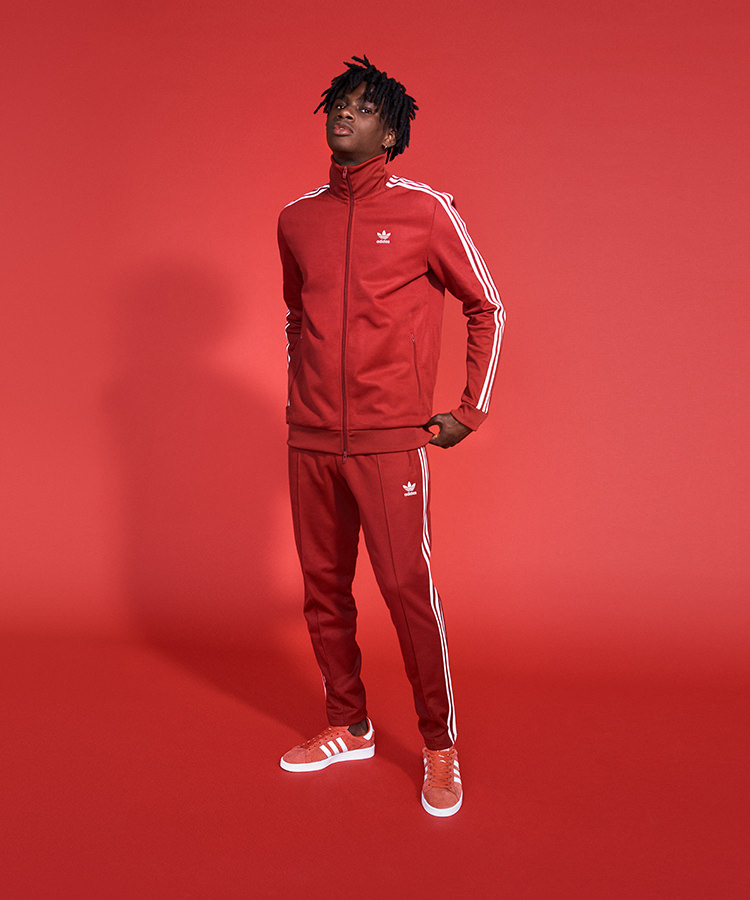 adidas rood outfit voor mannen